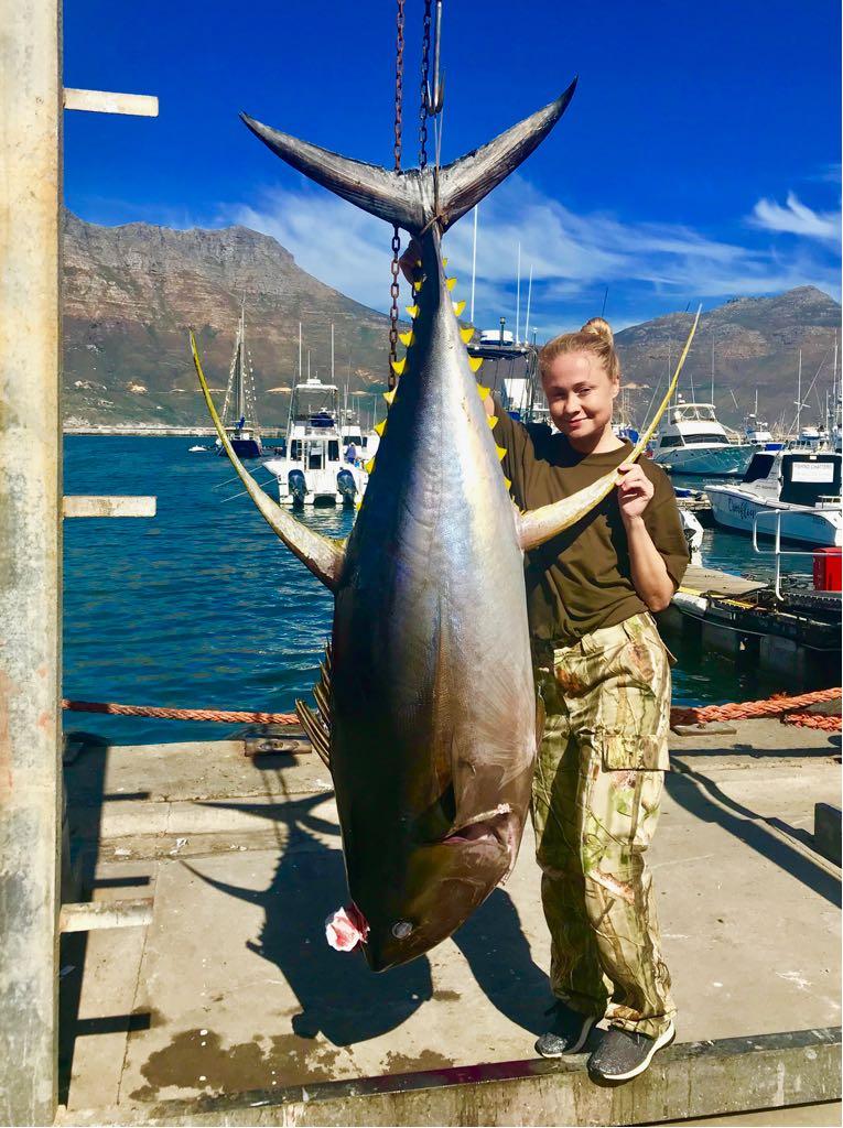 catch big fish 89 kg tuna deep-sea-fishing-charters-cape-town-hout-bay-fishing-tuna-fishing - Yellowfin Tuna 2